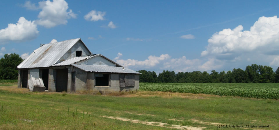 Old barn, Southampton County, Va.  Photo by Andy Brack.